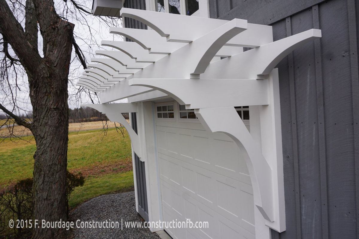 Overhead garage door pergola, Kemptville, F. Bourdage Construction