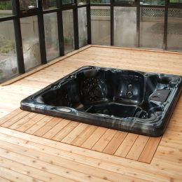 Deck with hot tub, Riverside South (Ottawa), F. Bourdage Construction